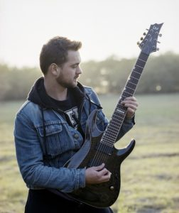 10 Electric Guitar Songs For Beginners